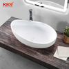 Lavabo in Solid Surface bianco dal design speciale